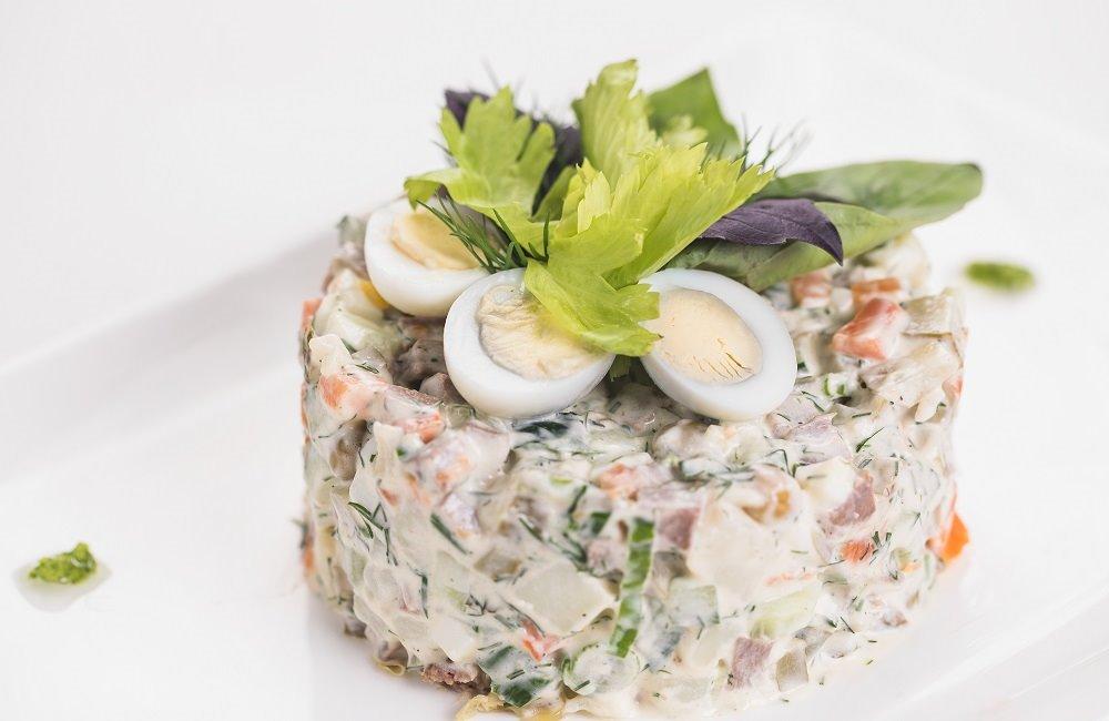 Салат оливье с языком